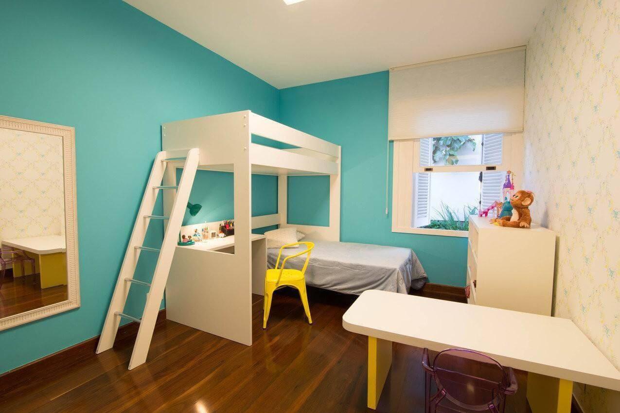 carpete de madeira quarto infantil parede azul mutabile 28907