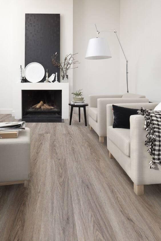 carpete de madeira sala de estar com poltronas