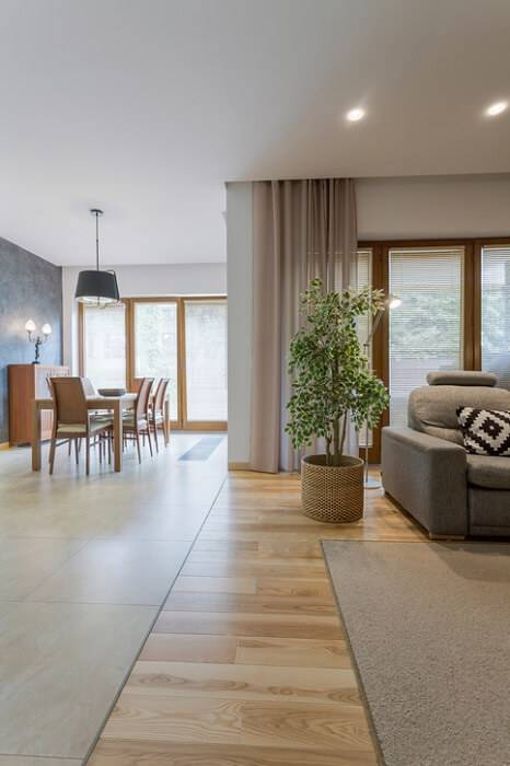 carpete de madeira sala de estar entre tapetes