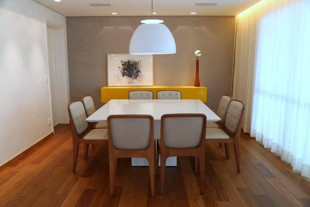carpete de madeira sala de jantar com buffet amarelo daniela berardinelli 117455
