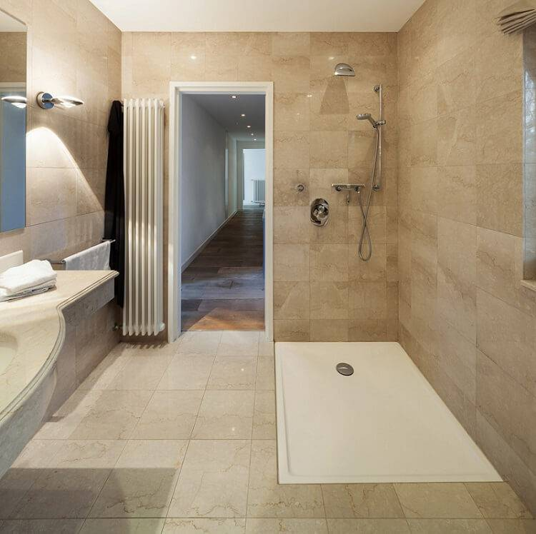 ceramica piso banheiro com banheira branca