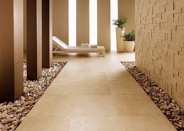 ceramica piso na area externa com pedras