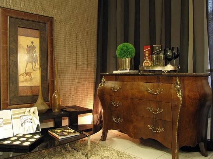 comoda madeira com entalhes sala de estar symon hilgemberg santos 49496