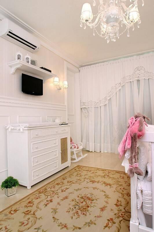 comoda quarto de bebe com tapete floral nicolle do vale 52956