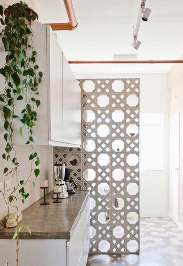 cozinha pequena decorada com divisória de cobogó Foto Neu dekoration stile