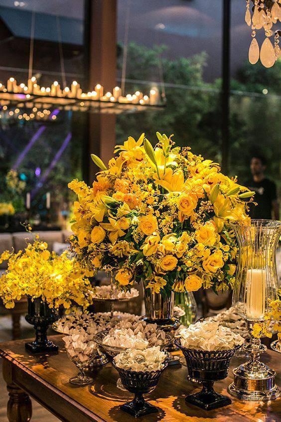 decoração de casamento arranjo de mesa amarela