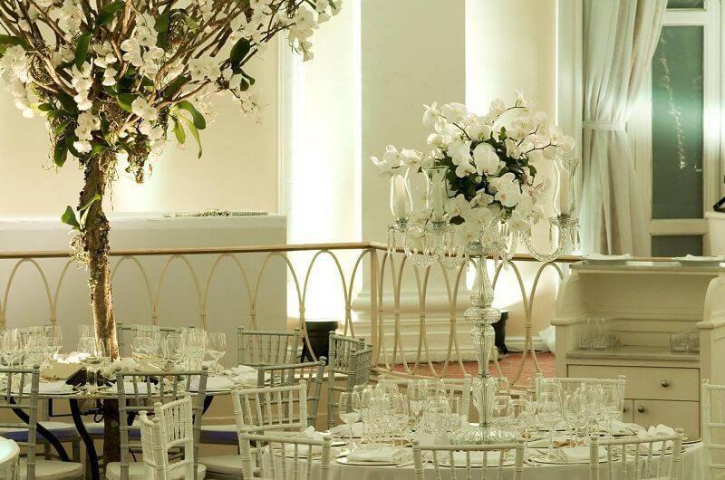 decoração de casamento arranjo de mesa branco leo shehtman