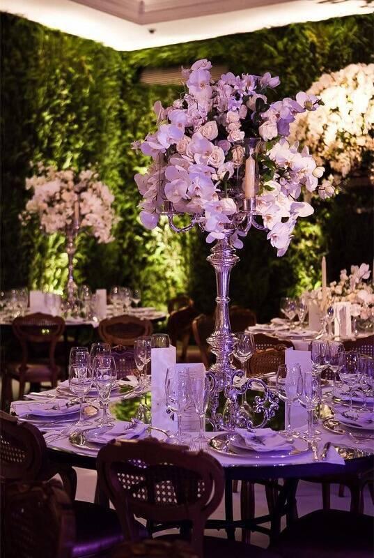 decoração de casamento arranjo de mesa prata e branca