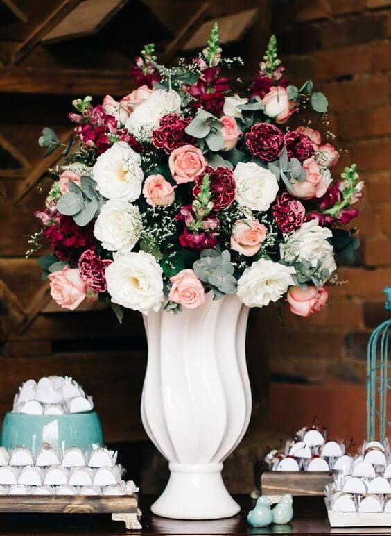 decoração de casamento arranjo de mesa rosa marsala e branco