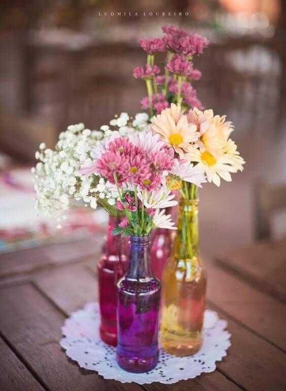 decoração de casamento garrafa flores coloridas