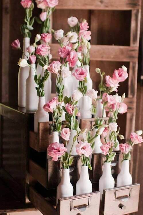 decoração de casamento garrafa flores rosas claras