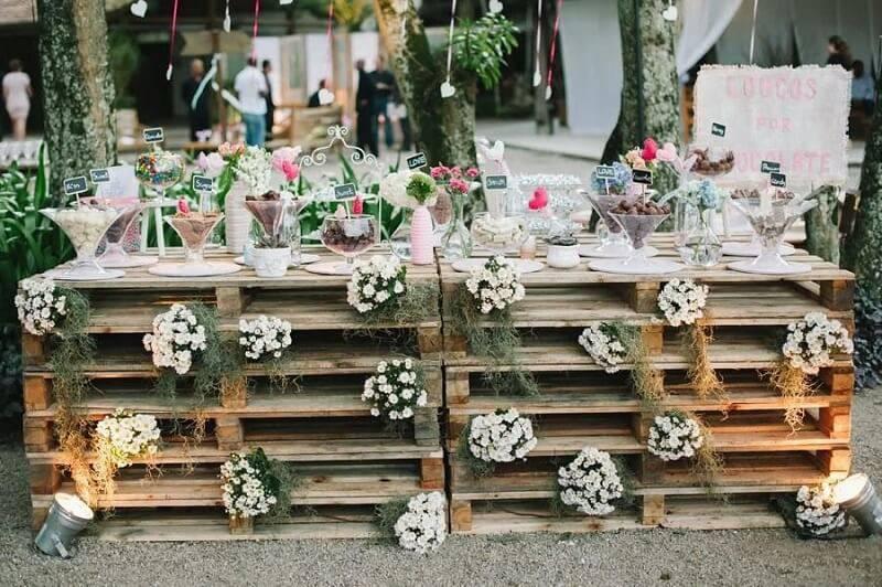 decoração de casamento mesa do bolo de pallet