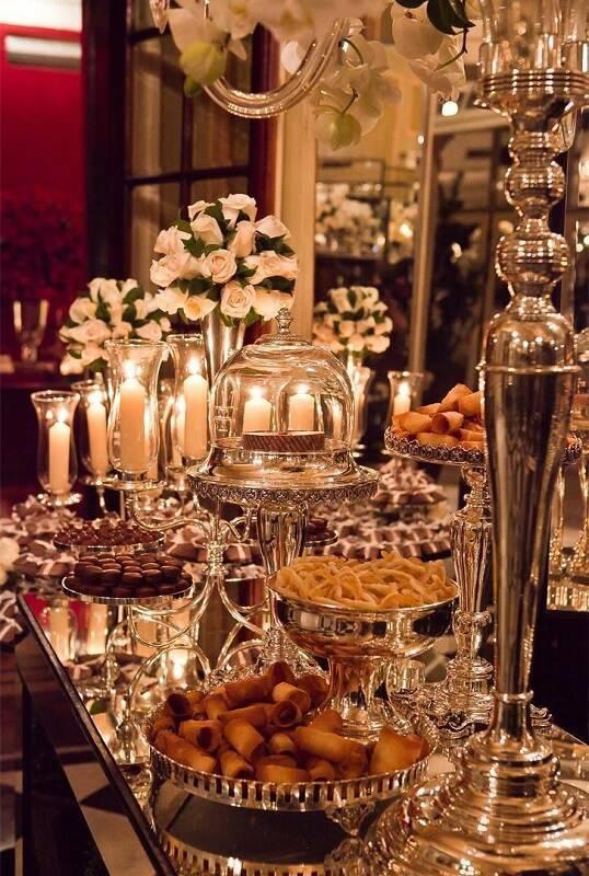 decoração de casamento mesa do bolo dourado
