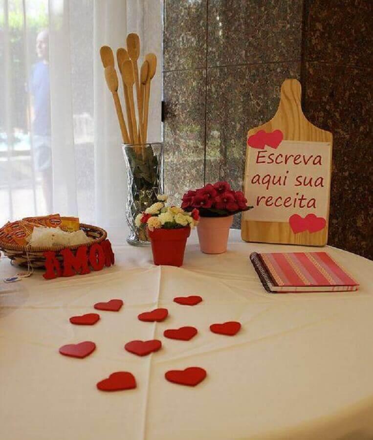 decoração de chá de panela com mesa para recados