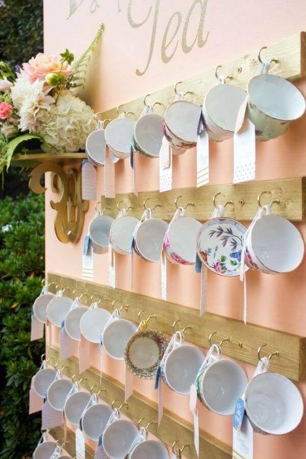 decoração de chá de panela com xícaras delicadas Foto Sofie's Events