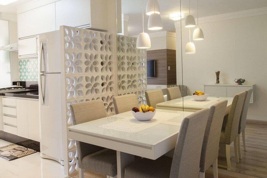 decoração de cozinha com sala de jantar integrada com divisória cobogó branco Foto TT Interiores