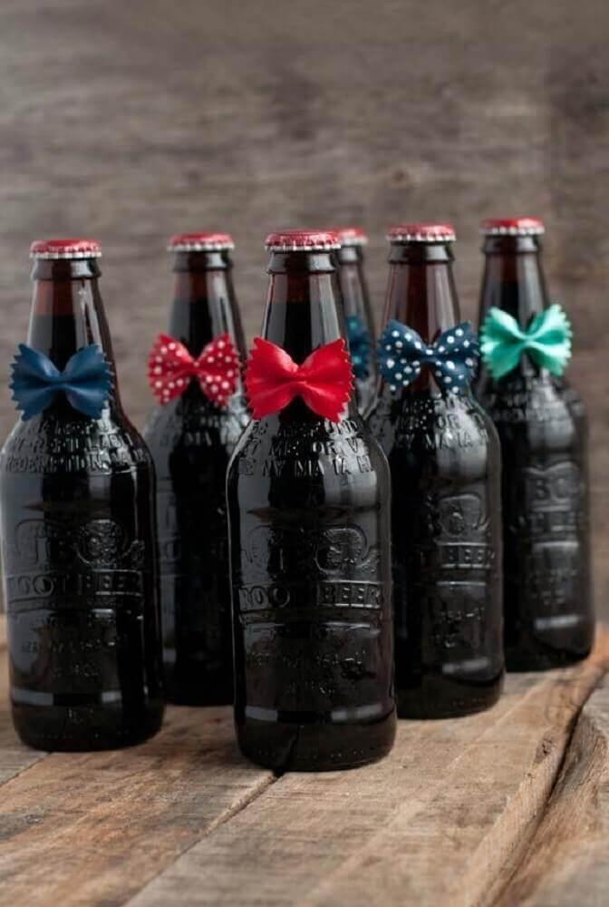 decoração de dia dos pais com garrafas com gravatinhas