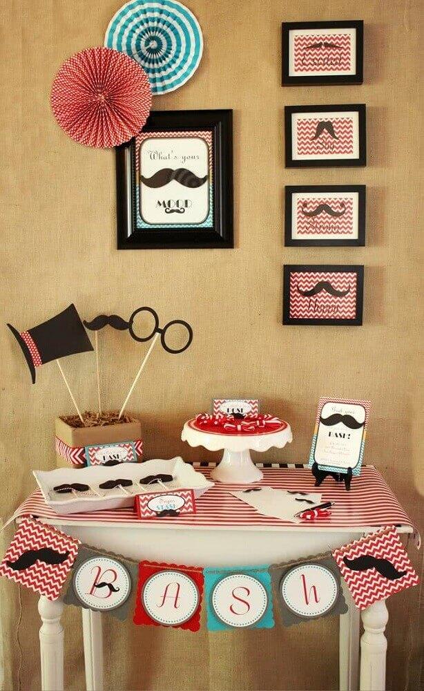 decoração de dia dos pais em tons de preto e vermelho