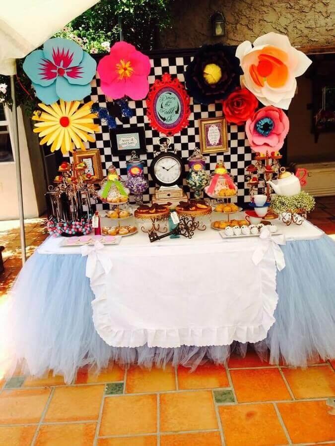 decoração de festa infantil com tema alice no pais das maravilhas Foto Aaron Guide