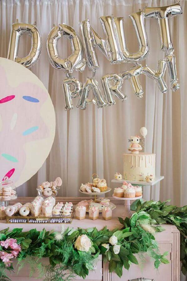 decoração de festa infantil com tema donut Foto Kara's Party Ideas