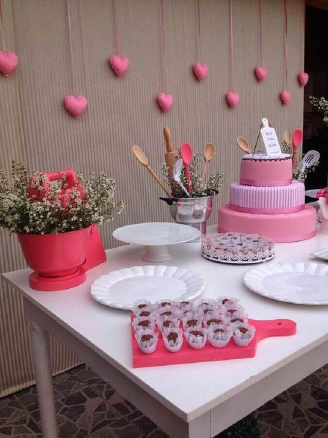 decoração de mesa de chá de panela branca e rosa