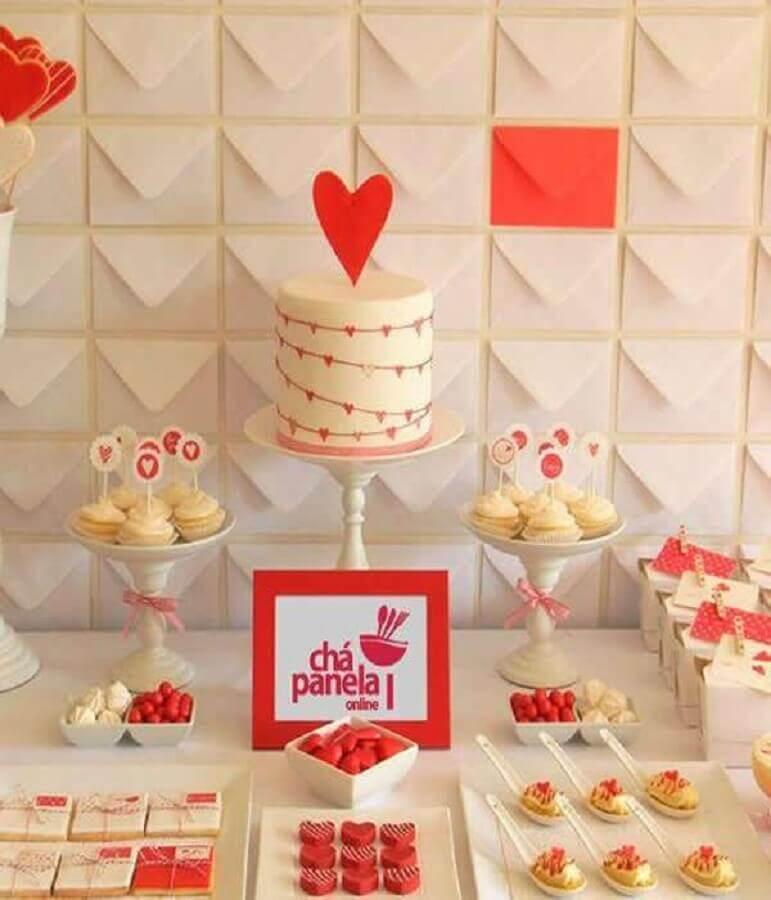 decoração de mesa de chá de panela vermelha e branca Foto Luni Comemorações