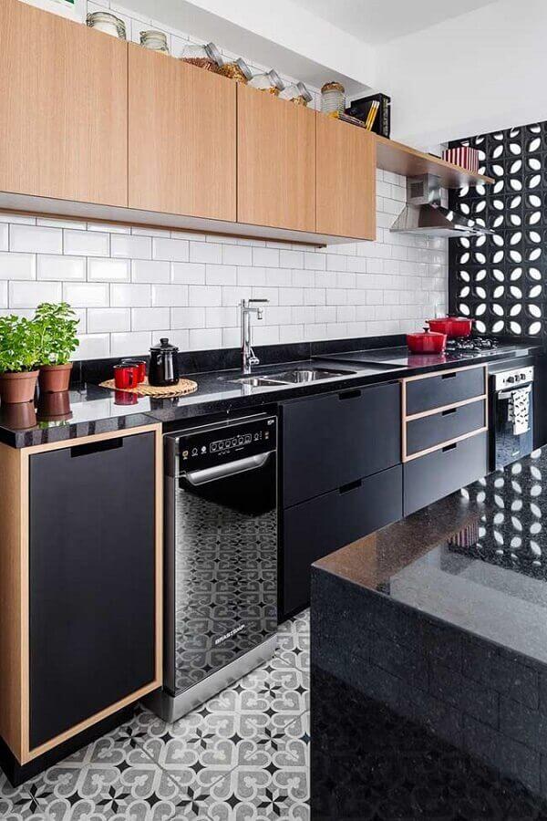 decoração para cozinha americana com subway tile e cobogó preto Foto Marcela Madureira