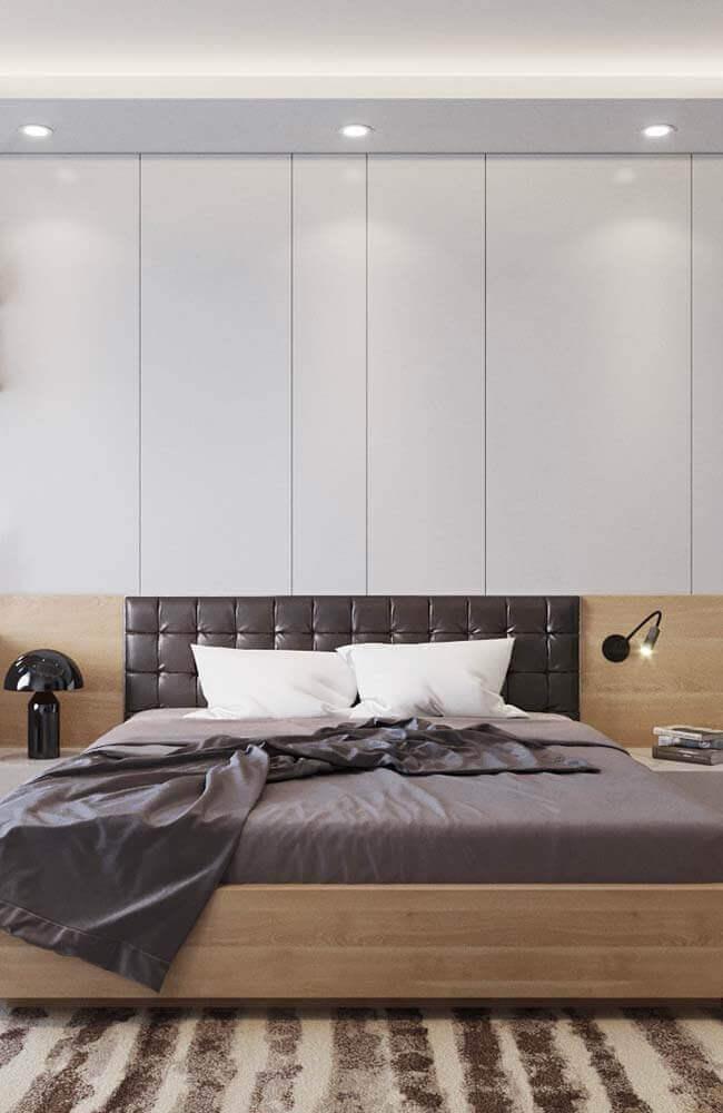 decoração para quarto de casal com cabeceira estofada de couro