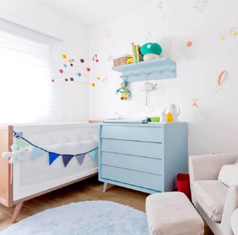 decoração quarto de bebê com cômoda azul com pés palito Foto Ameise Design