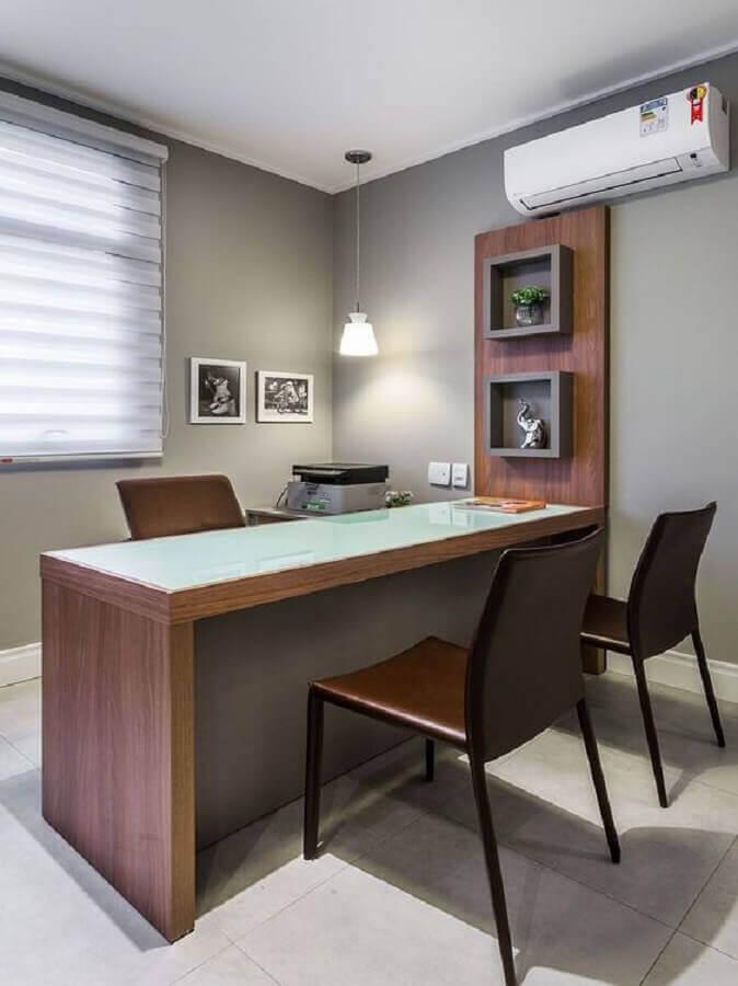 decoração simples com móveis para escritório Foto Pinosy