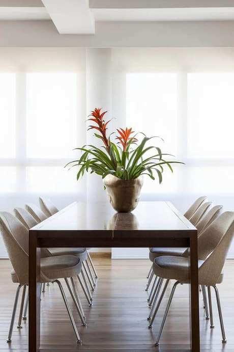 Mesa rústica com enfeite para mesa