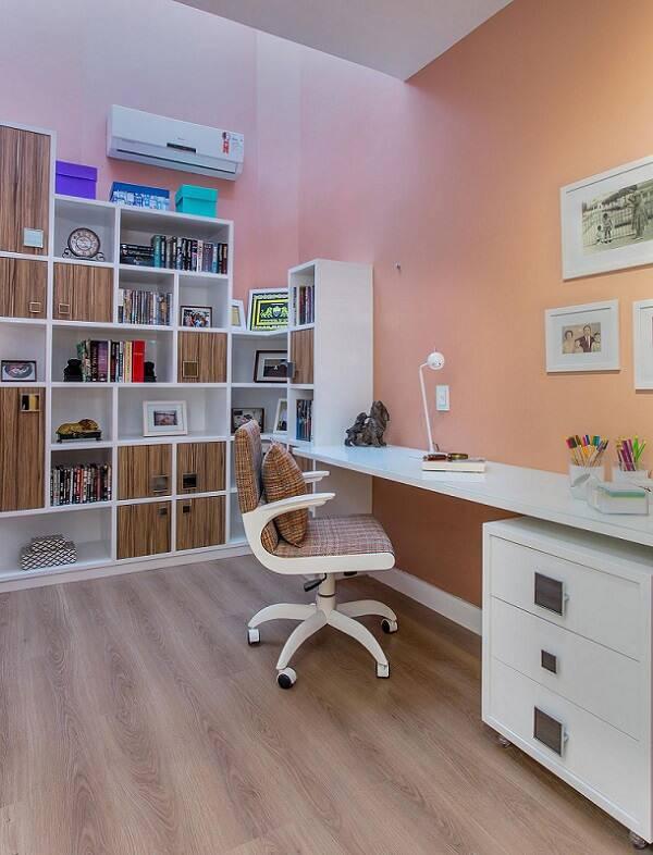 escrivaninha branca com cadeira xadrez milla holtz 66058