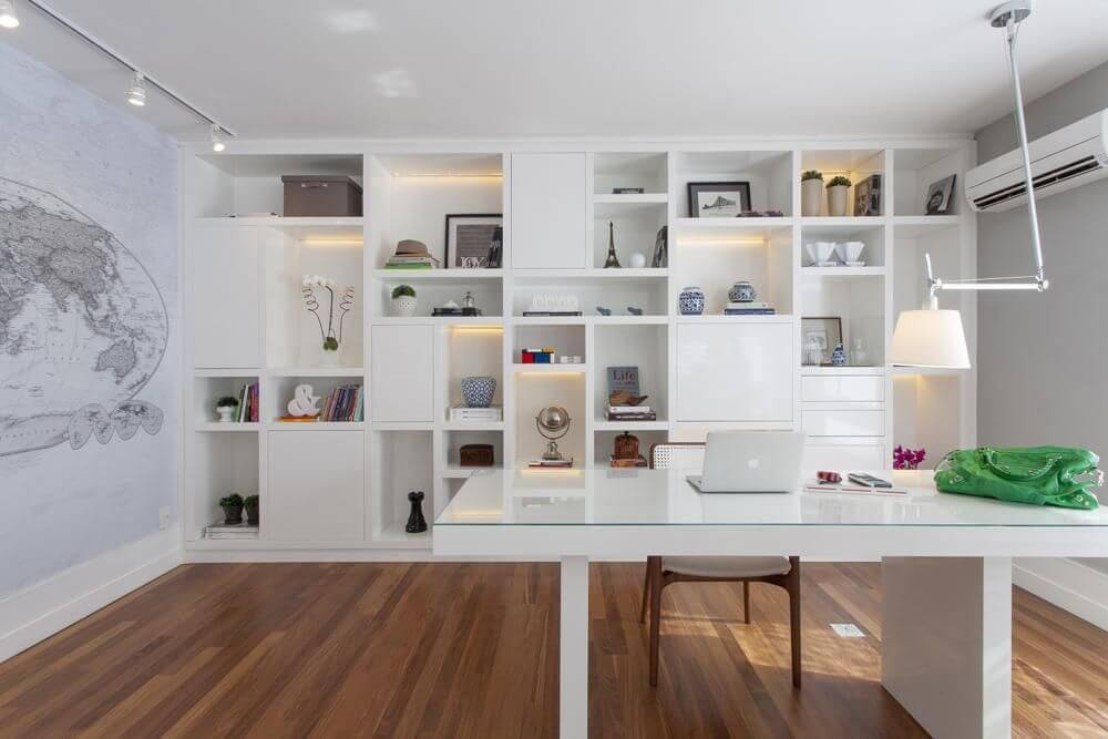 escrivaninha branca com estante home office gf projetos 8638