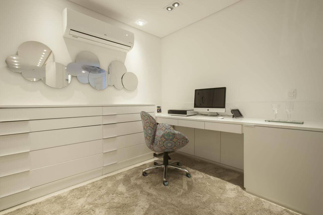 escrivaninha branca com poltrona coloria sandra sanches 95348