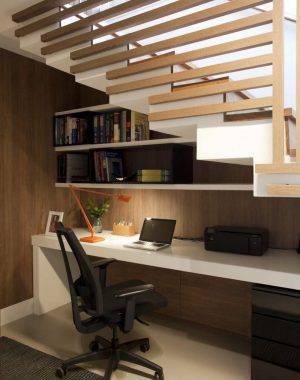 escrivaninha branca embaixo da escada juliana pippi 71179