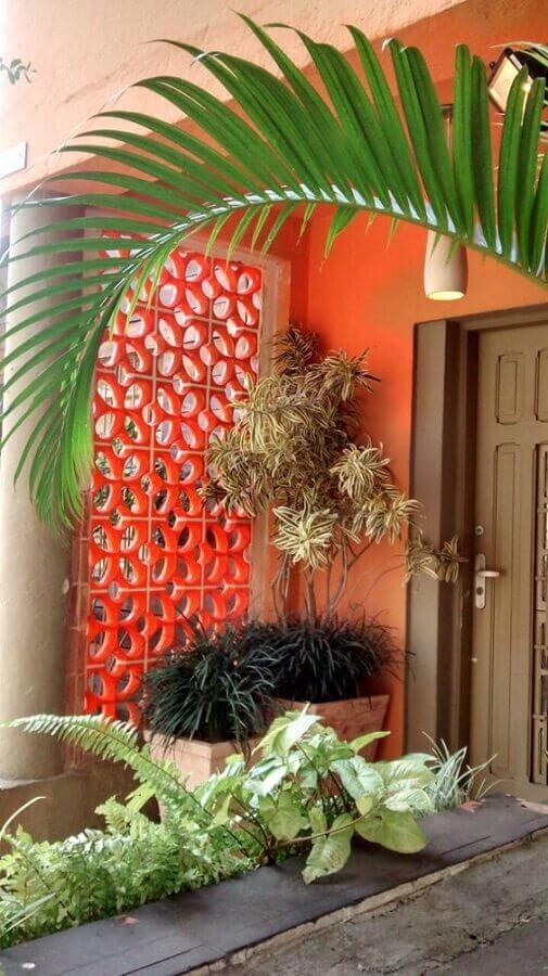 fachada de casa decorada com cobogó de concreto pintado de vermelho Foto Pinterest