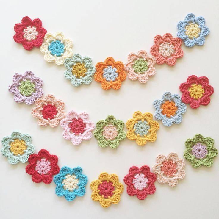 flores de croche coloridas modelo com duas cores-min
