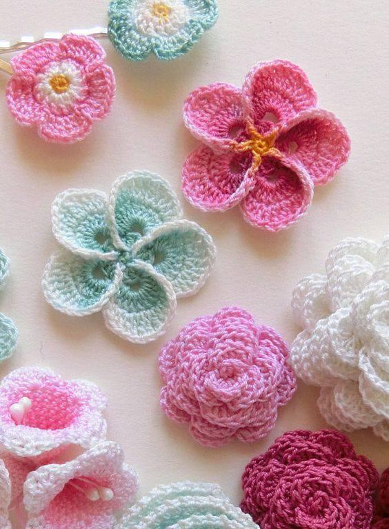 flores de croche coloridas modelos diversos-min