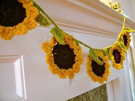 flores de croche girassois pendurados em fio-min