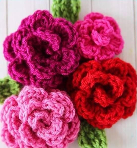 flores de croche tons de rosa lã-min