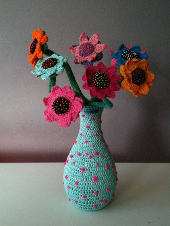 flores de croche vaso colorido com flores-min