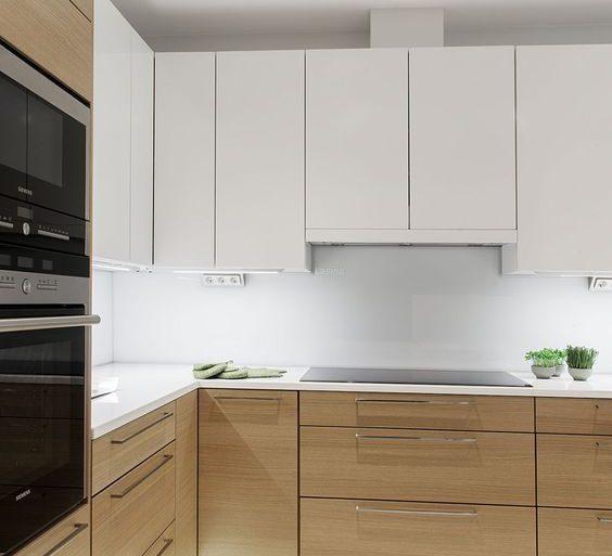 gabinete de cozinha - ambiente com decoração clean e gabinete com LED - Revista Viva Decora.