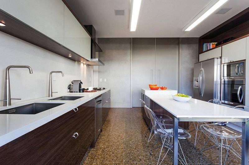 gabinete de cozinha com armários escuros marchetti bonetti 105001