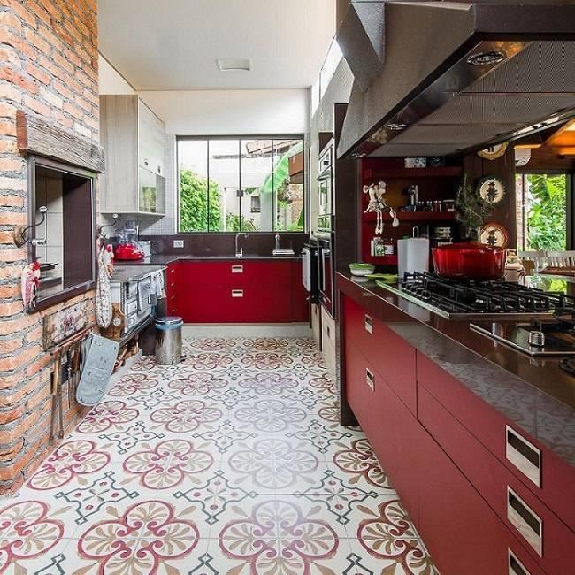 gabinete de cozinha gourmet vermelho com piso estampado camila tannous 56641