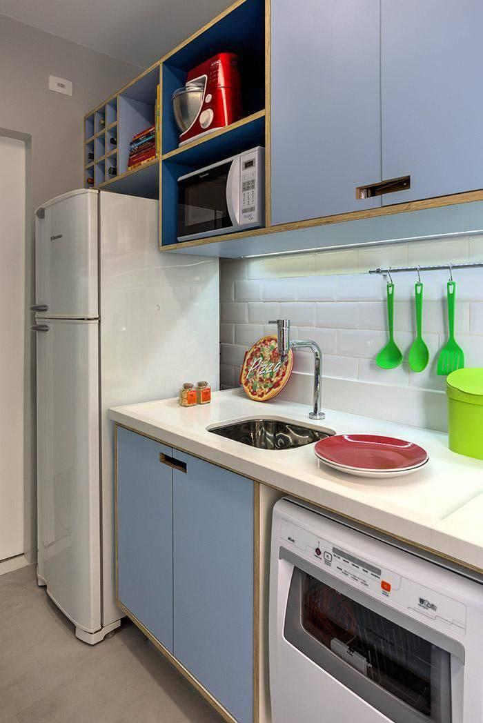 gabinete de cozinha pequena zul com vao na porta marina carvalho 15185