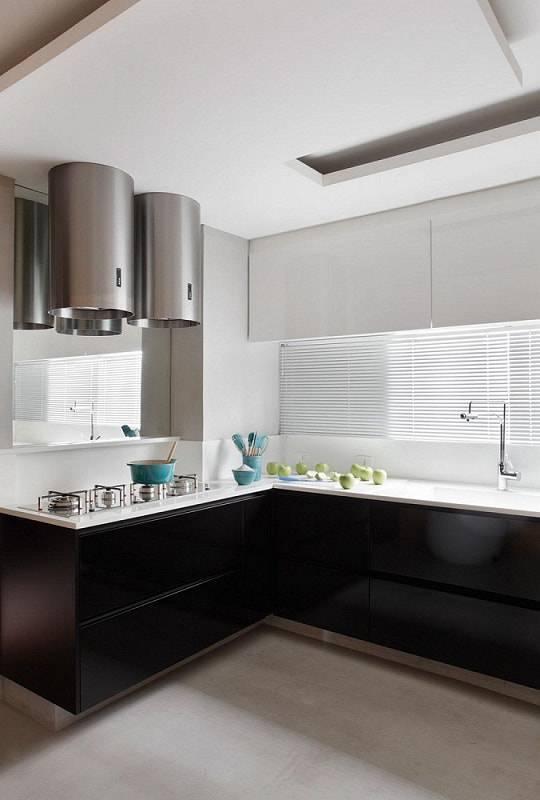 gabinete de cozinha preto com armario branco guilherme torres 8952