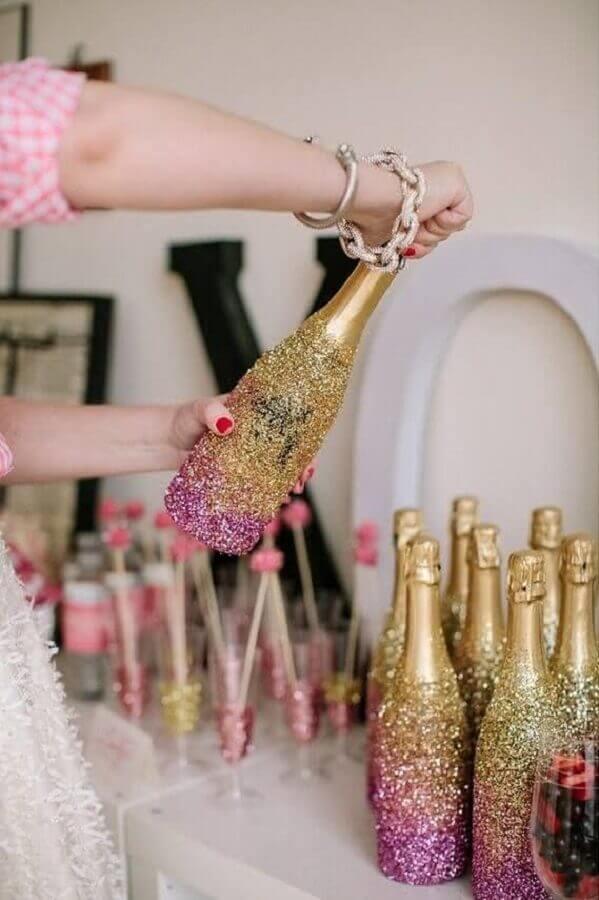 garrafas com gliter para decoração de chá de panela Foto LemaisonFresh