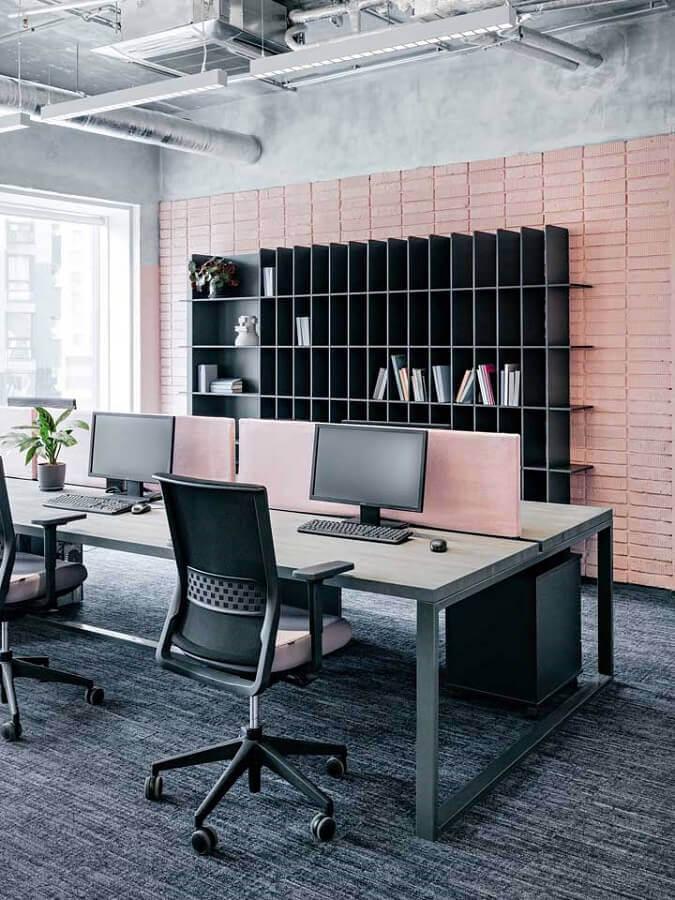 móveis para escritório decorado em cinza e rosa Foto Flisol Home