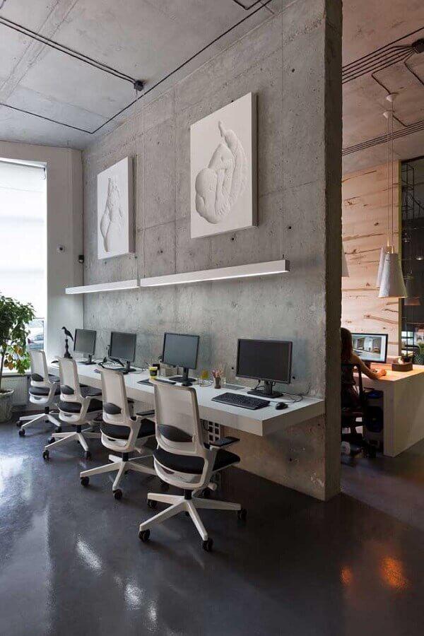 móveis para escritório moderno decorado com cimento queimado Foto Behance