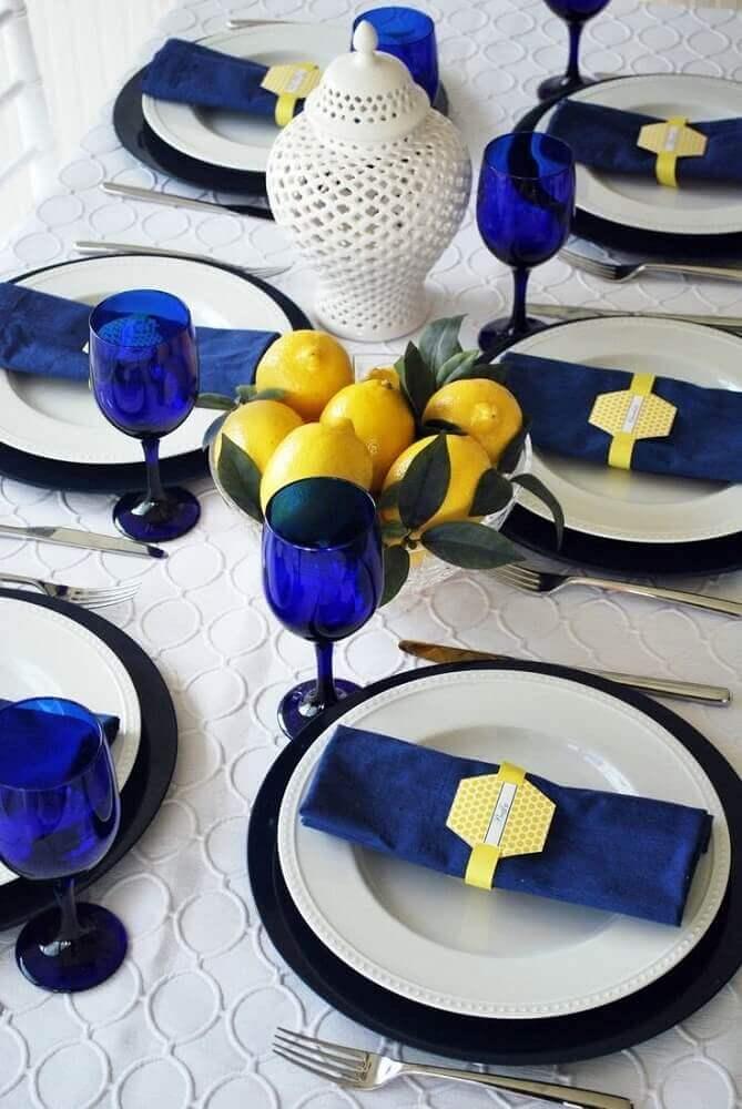 mesa de dia dos pais decorada azul e branca